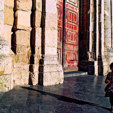 Santo Eduardo Di Miceli, Una bambina gioca con il tempo in posa, San Cataldo, 2000