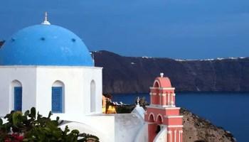 Ciel de Santorin et falaise