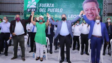 Photo of Leonel juramenta en la FP a la alcaldesa de La Guáyiga, al presidente del PRD en Pedro Brand y sus cuadros políticos