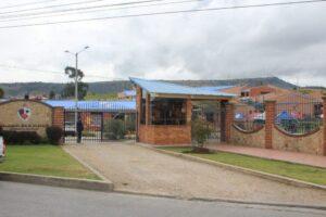 fachada colegio san viator tunja