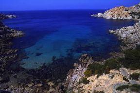 Italia . Un'insenatura nei pressi di Capo Testa, sulla costa settentrionale della Sardegna.De Agostini Picture Library/S. Vannini