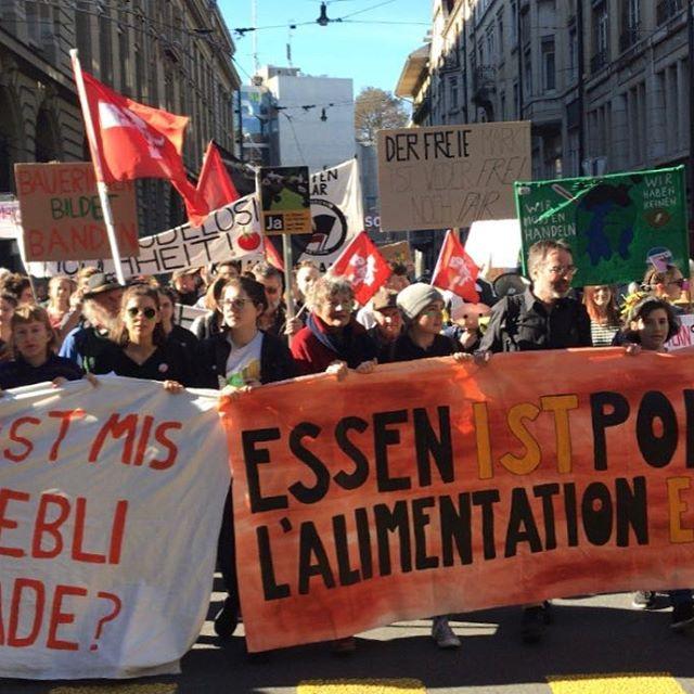 A Berna, in Svizzera, 4.500 persone sono scese in piazza per un modello agricolo equo e sostenibile (Fonte- Landwirtschaft mit zukunft)