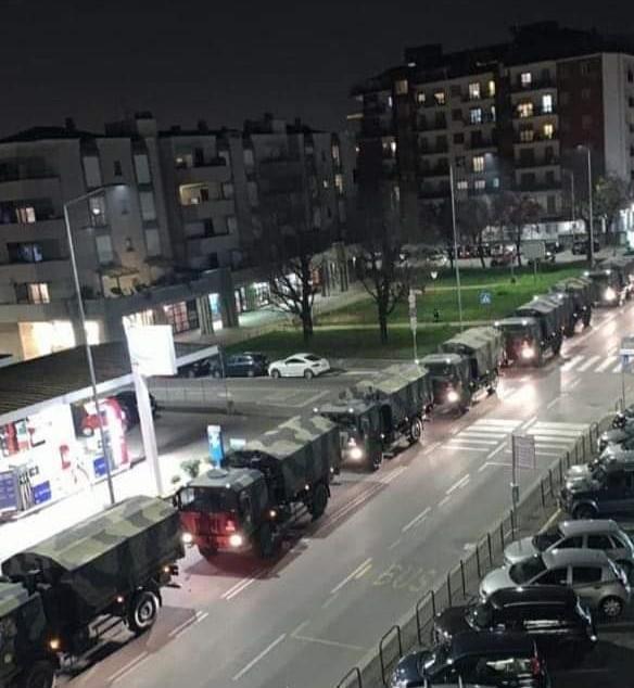 L'esercito trasporta le bare a Bergamo