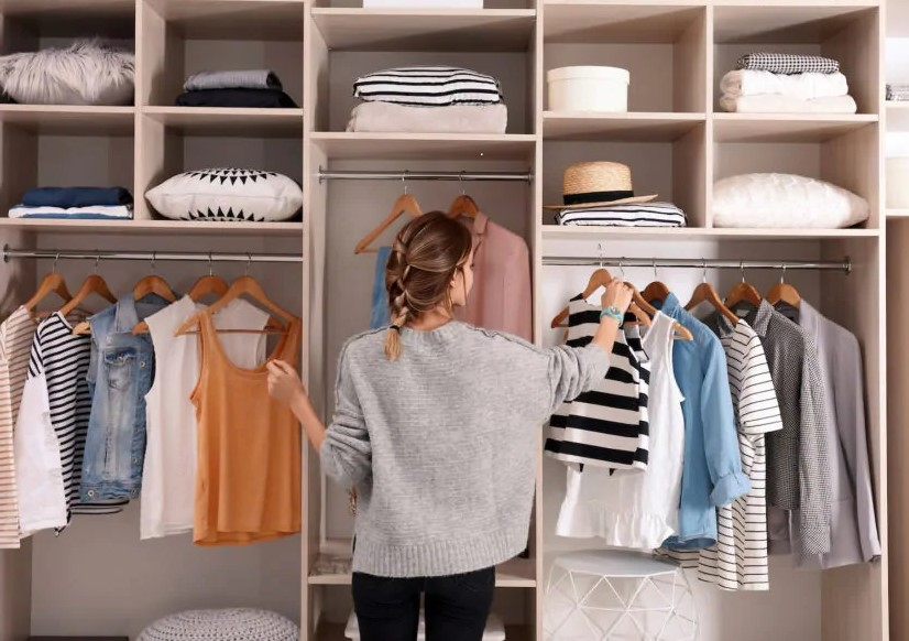 armadio scelta vestiti