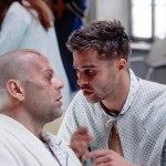 Brad Pitt e Bruce Willis in una scena del film L'esercito delle 12 scimmie