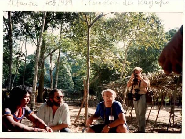 Fabrizio Carbone mentre intervista Paulinho, nel 1989, per il programma Mixer