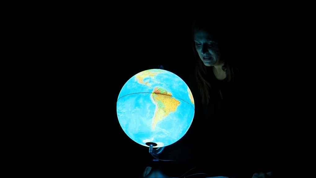 """Iil Teatro dell'Orsa presenta lo spettacolo """"Saluti dalla Terra"""" sul tema del cambiamento climatico"""