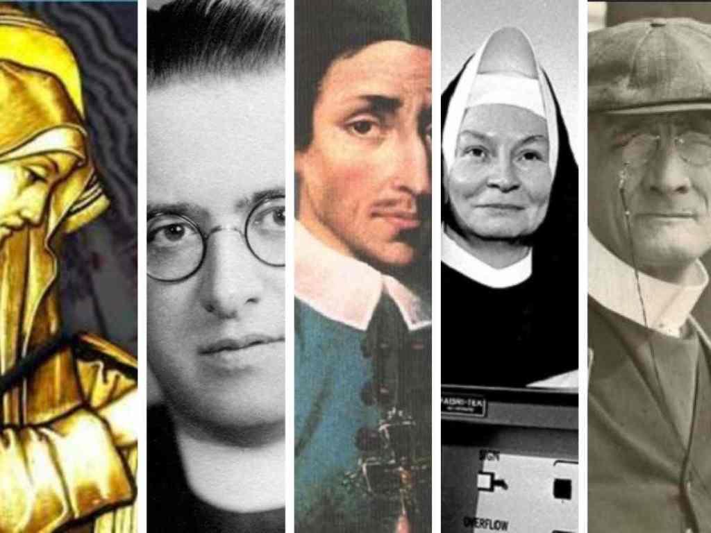 cinque scienziati con tonaca