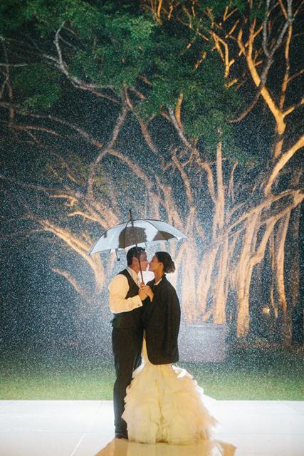 8 Creative Photo Ideas For A Rainy Wedding Day