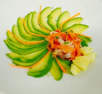 Tris di Carpaccio di Pesce Affumicato con Avocado e Salsa allo Yogurt
