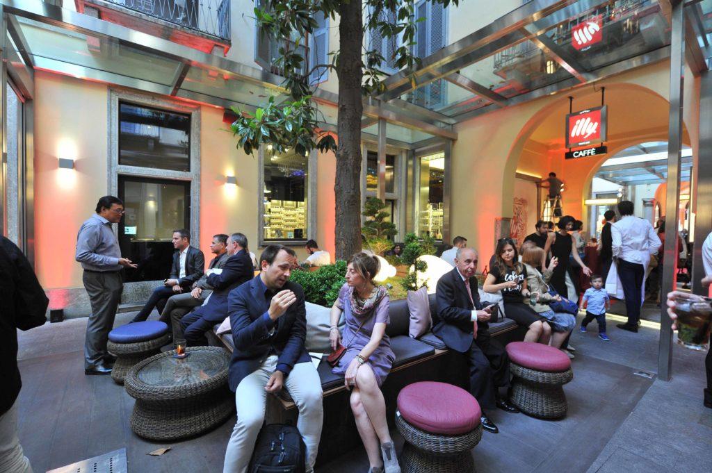 Via Monte Napoleone Illy caff con il gourmet alldaydining  Sapori News