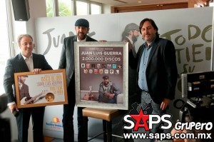 Juan Luis Guerra obtiene Disco De Oro por producción discográfica Todo Tiene su Hora