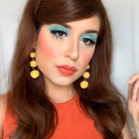 1960s Inspired Turquoise Eye Makeup