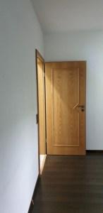 Die andere Seite des Graffiti, die Türe zum Flur aus dem Schlafzimmer.