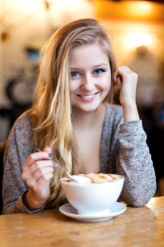 Portrait Beauty Frau Café