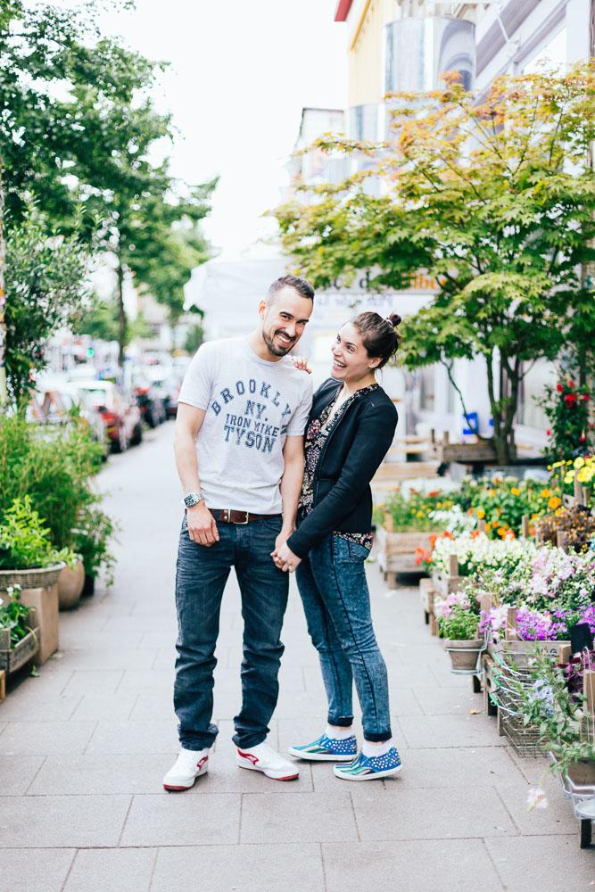 Portrait Paar outdoor blumen
