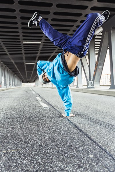 Krump Tanzfoto Handstand tänzer