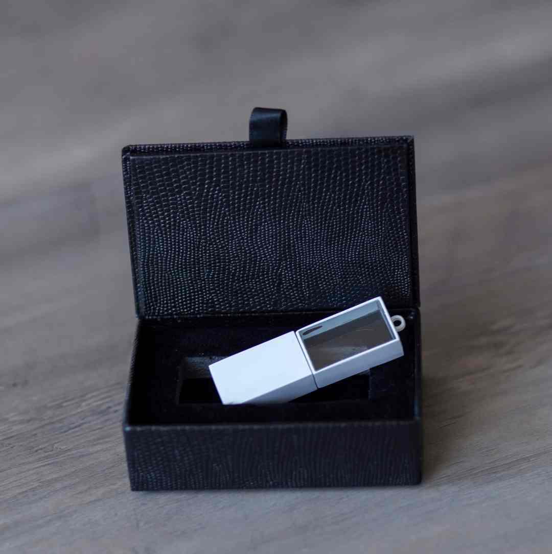 White crystal usb in black box