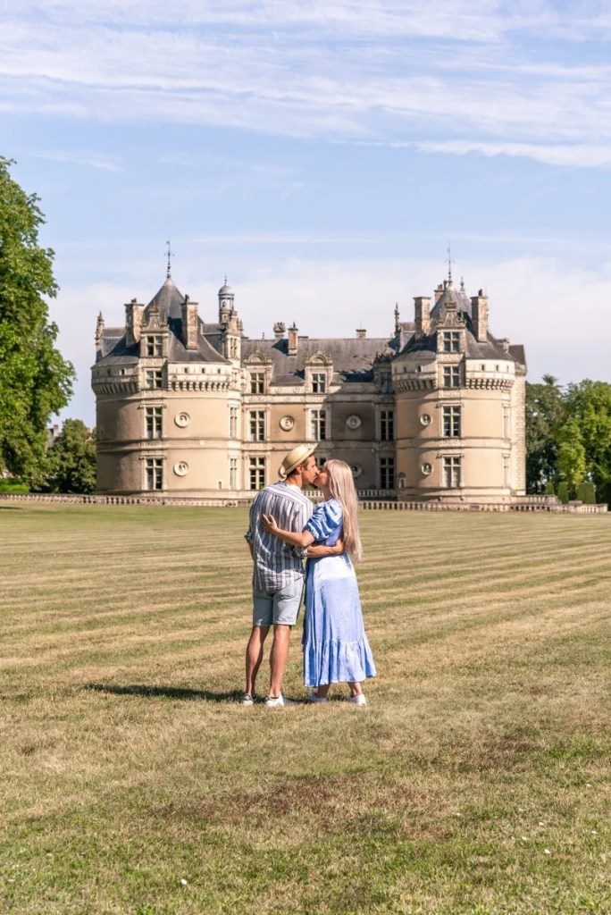 couple in front of Chateau du Lude in Vallée du Loir