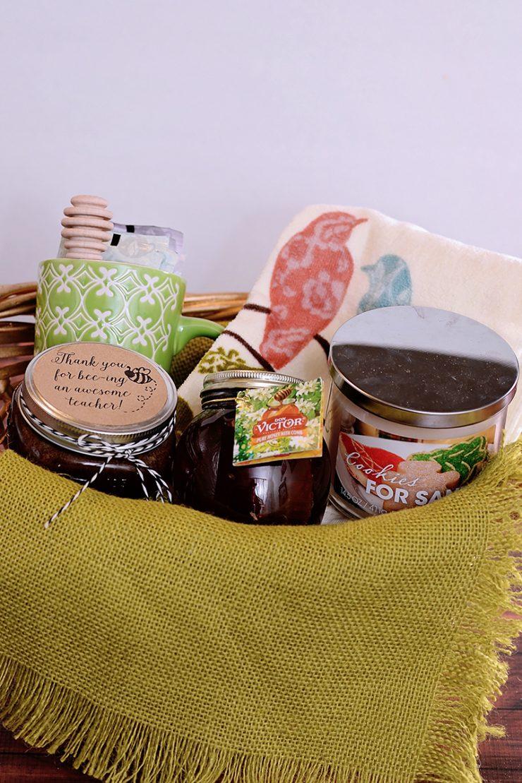 Honey Brown Sugar Scrub and Gift Basket | #HoneyForHolidays #DonVictor #CollectiveBias #ad