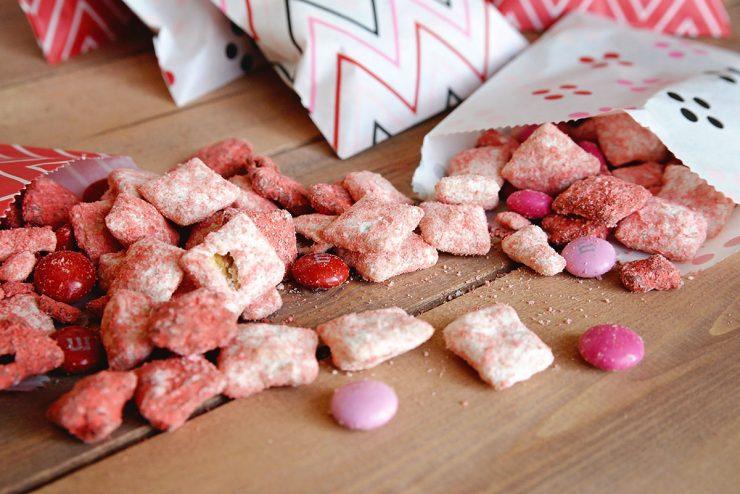 Valentine Puppy Chow Recipe | Valentine Muddy Buddies