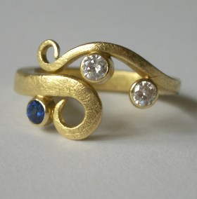 Classic Curl With Sapphire & Diamonds
