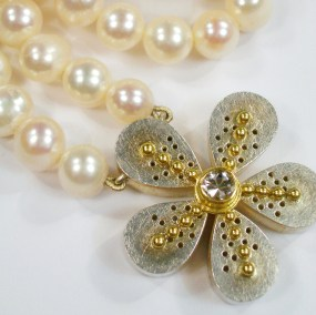 Lindas White Pearl Flower Necklace