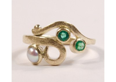 Gold Pearl Ring With Emeralds & A White Pearl
