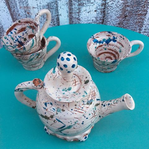 Slipware hand thrown teapot & teacups by studio potter sarah monk made at her pottery studio eastnor pottery ledbury herefordshire