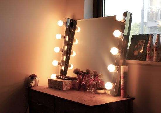 How to Make A DIY Hollywood Style Mirror
