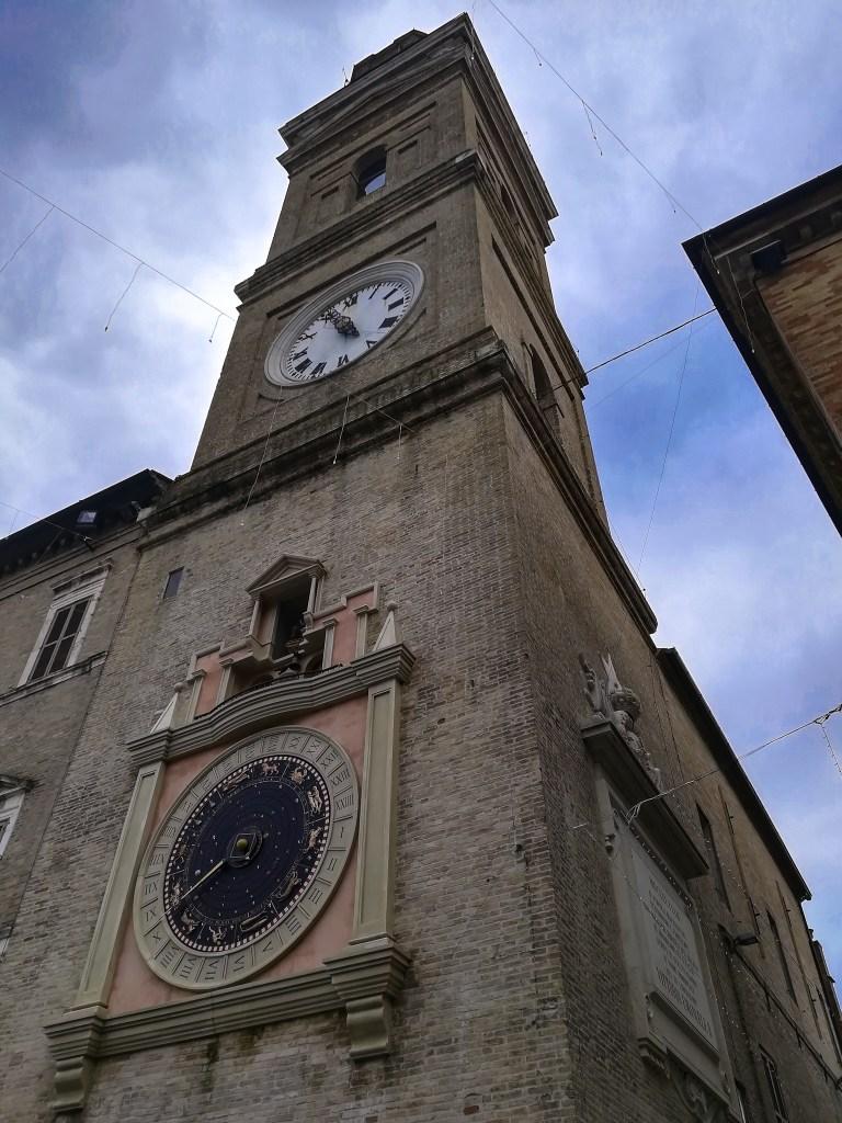 La Torre Civica con l'orologio planetario Macerata