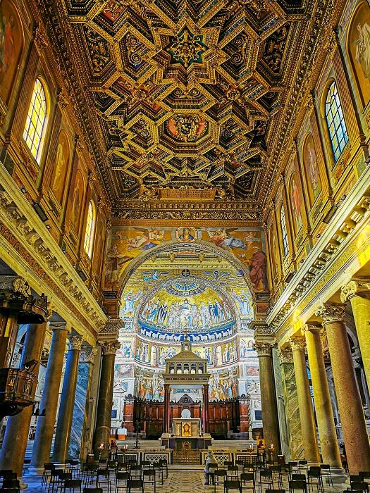 interno-basilica-trastevere