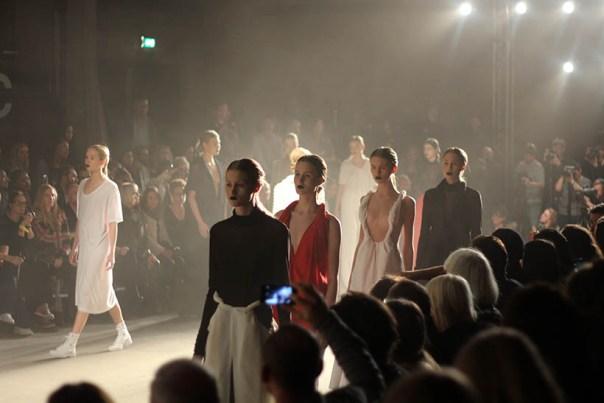 MBFWA Frontrow Spijkers & Spijkers Barbara Langendijk Dutch Fashion blogger SarandaAdriana1