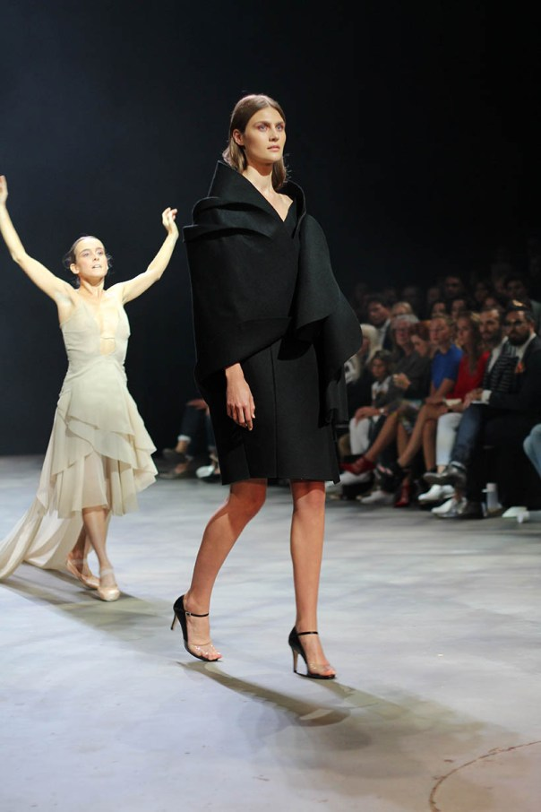 sunday special mbfwa favorites maria cle leal doutzen kroes ballet fashionshow amsterdam3