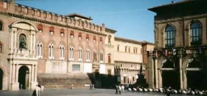 bologna_piazzamaggiore.jpg (22845 bytes)