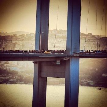 teargas_bridge