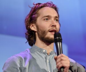 Toby Regbo: DIAH5. (5) Toby Regbo - Long May She Reign (Parigi - Aprile 2019)