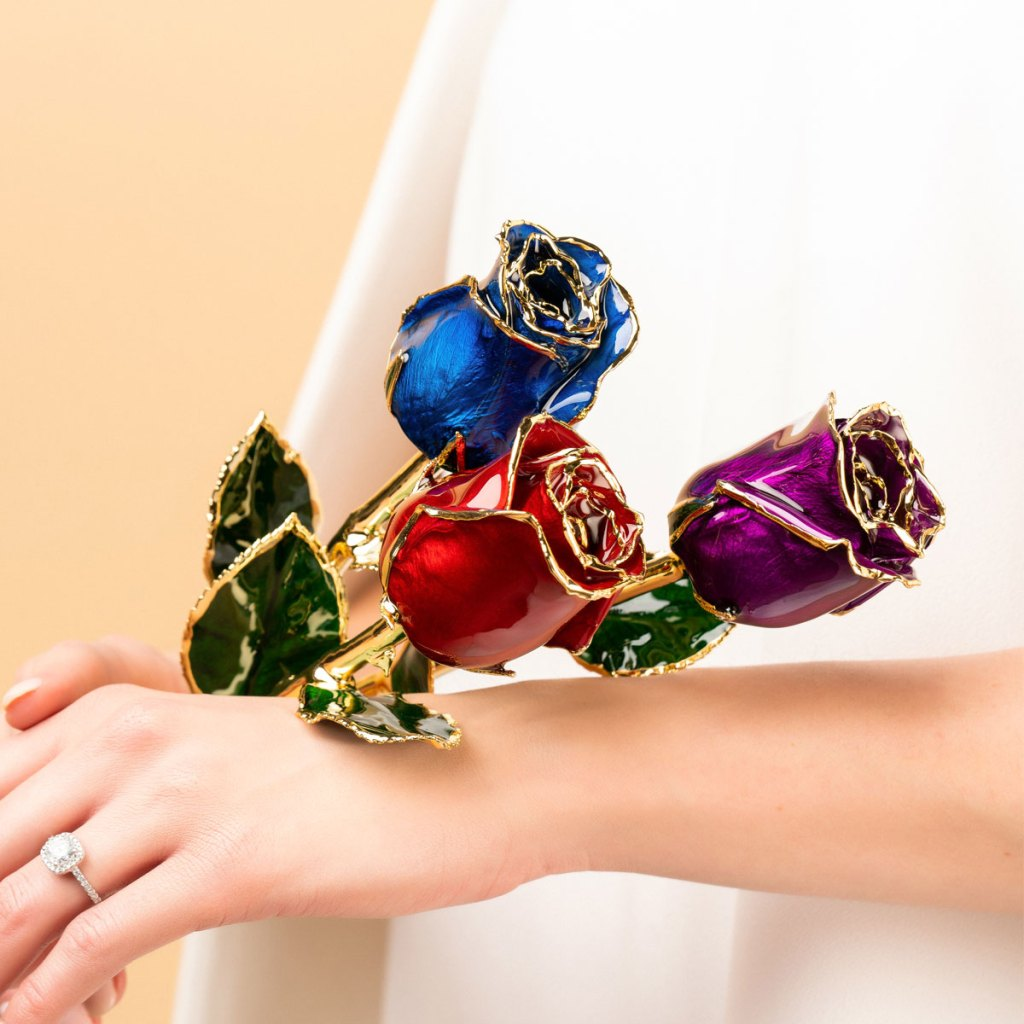 Why A Gold Dipped Rose Is The Most Romantic Gift Sara Verdier
