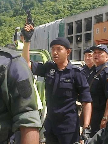Dangerous and undisciplined police behaviour at Murum