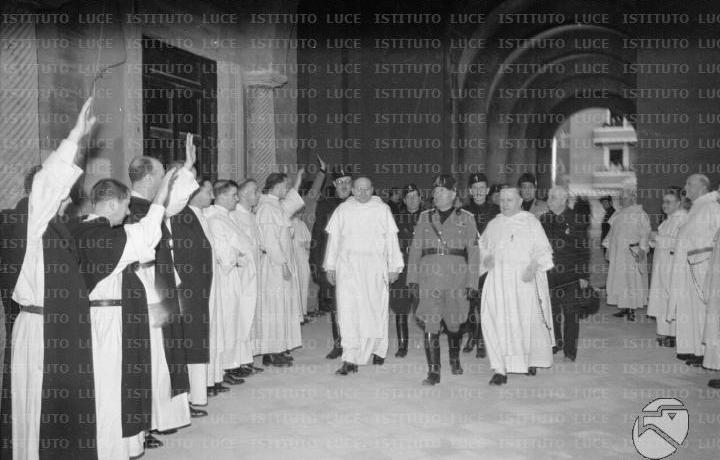 Padre Fugaroni va al cinema (di Cosimo Filigheddu)
