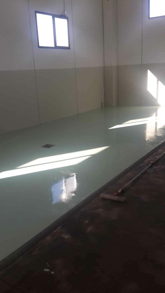 Pittura in resina epossidica verde chiaro presso oleificio in Samugheo