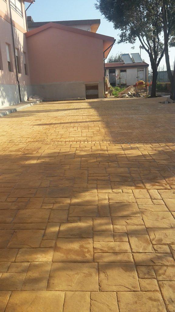 Cemento stampato ardesia color giallo ocra cantiere scuole Bonarcado