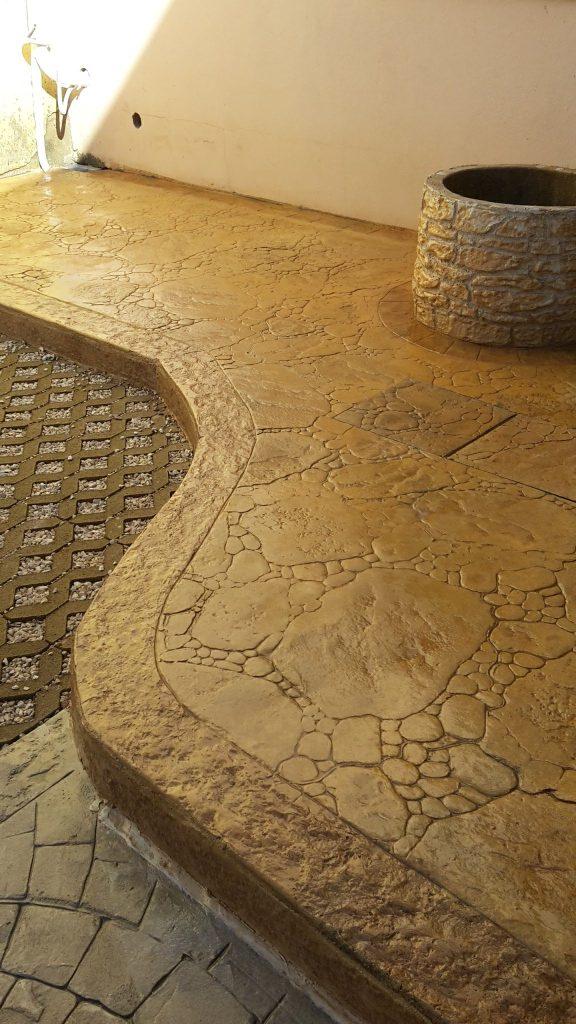 Cemento stampato effetto pietra di fiume realizzato a San gavino