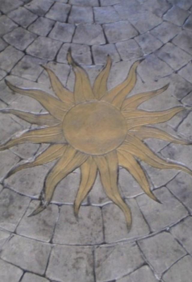 Sampietrini con decorazione sole a Terralba