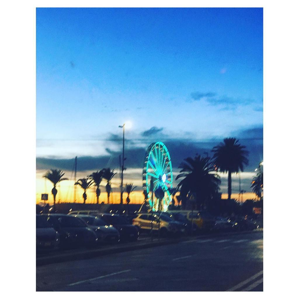 Dieses Bild hat ein leeres Alt-Attribut. Der Dateiname ist Riesenrad-in-Cagliari-Foto-Fiorsa-1024x1024.jpg