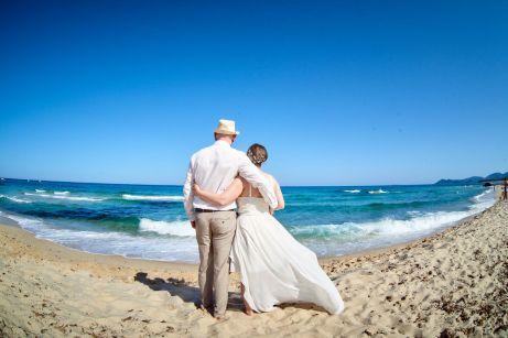 Outfit für die Hochzeit am Strand