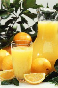 Orangensaft aus frischen Orangen