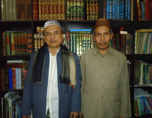 KH. Thobary Syadzily dan KH. Marzuki Mustamar