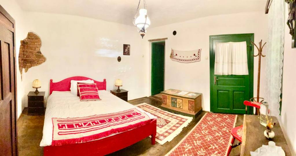 book accommodation in saschiz 130 - red room