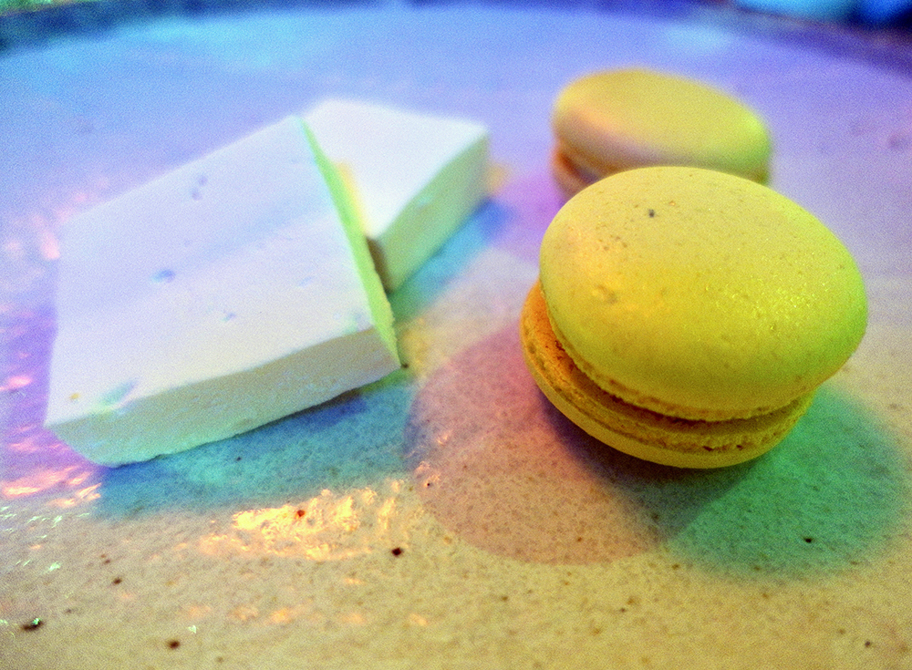 Plate Shoreditch Macaroons